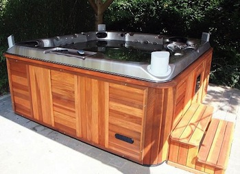 Hot tub without replacement cover