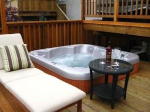 Vancouver garden hot tub